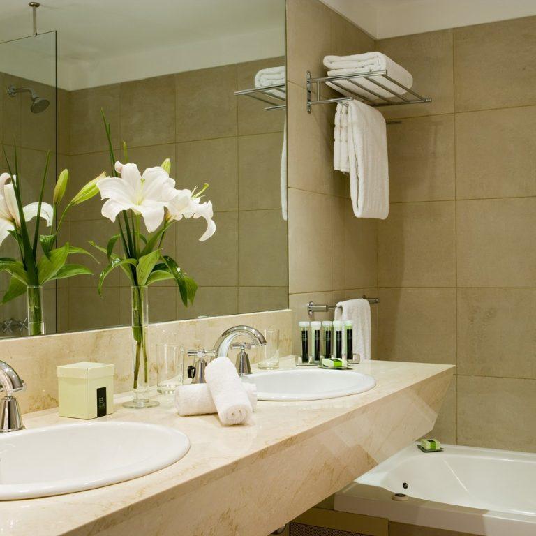 Hotel Madero - Room bath